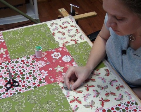 Tips on How to Make a Quilt for Beginners : hand sew quilt - Adamdwight.com